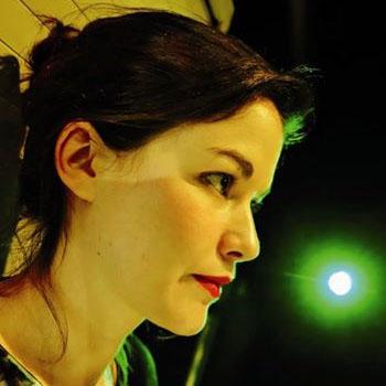 Julie Ménard - Auteur de Une blessure trop près du soleil